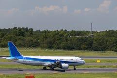 Avion à l'aéroport de Narita, Tokyo, Japon Photographie stock