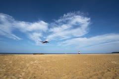 Avion à la plage de Phuket Photo stock