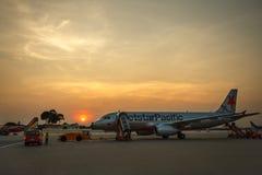 Avion à la porte terminale prête pour le décollage Photo stock