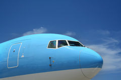 Avion à réaction bleu Photo stock