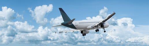 Avion à réaction dans un ciel Images libres de droits