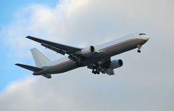 Avion à réaction de Boeing 767 dans la version de cargaison Image libre de droits