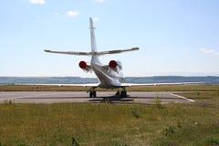 Avion à réaction de corporation à l'aéroport Photo stock