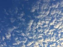 Avion à réaction en nuages Image stock