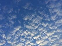 Avion à réaction en nuages Images libres de droits