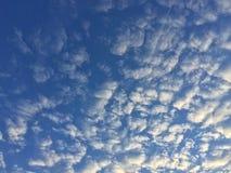 Avion à réaction en nuages Photos libres de droits