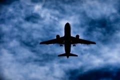 Avion à réaction en vol image stock