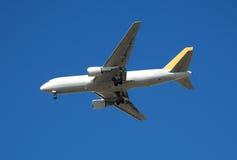 Avion à réaction lourd de cargaison de Boeing 767 Image libre de droits