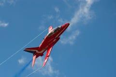 Avion à réaction rouge de flèches Photos libres de droits