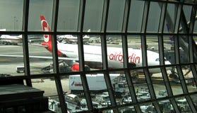 Avion à réaction sur l'aéroport international de Bangkok Photos libres de droits