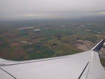 Avion aérien de forme, champs verts Photographie stock libre de droits