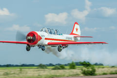 Avion acrobatique aérien de Yakovlev Yak-52 Photos stock