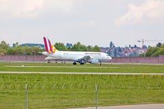 Avion Airbus A319 à la terre, aéroport Stuttgart, Allemagne Photo libre de droits