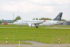 Avion Airbus A320 à la terre, aéroport Stuttgart, Allemagne Images stock