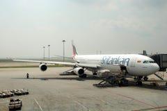 Avion Airbus 340-300 de SriLankan Airlines Photos stock