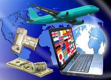 avion, appareil-photo, argent, ordinateur portable, drapeaux de différents pays sur le fond de la terre Photographie stock