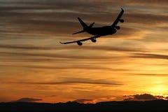 Avion au coucher du soleil Photo libre de droits