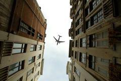 Avion au-dessus de la ville de l'inclinaison de Bruxelles - décalage Photo stock