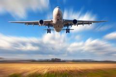 Avion avec l'effet de tache floue de mouvement Photo stock