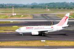 Avion Boeing 737-6H3 de Tunisair Images libres de droits