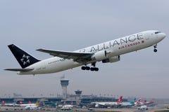 Avion Boeing 767 d'Air Canada image libre de droits