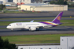 Avion Boeing 787 Dreamliner de Thai Airways Images stock