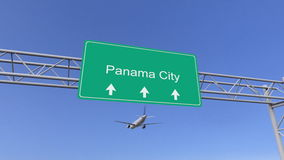 Avion commercial de moteur jumeau arrivant à l'aéroport de Panamá City Déplacement au rendu 3D conceptuel du Panama Image libre de droits