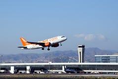 Avion décollant, aéroport de Malaga. Images libres de droits