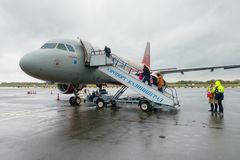 Avion d'Aeroflot de lignes aériennes de Rossiya à l'aéroport Khrabrovo Photos stock