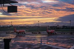 Avion d'Air Asia chez Don Mueng Airport, Bangkok, Thaïlande Photo stock