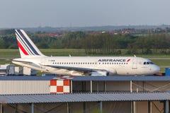 Avion d'Air France à l'aéroport Hongrie de Budapest Photographie stock libre de droits