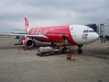 Avion d'AirAsia X Berhad à l'aéroport international de Taoyuan, Taïwan Photos stock