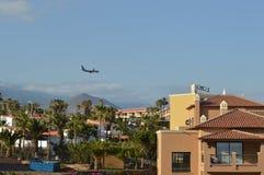 Avion d'atterrissage dans Ténérife Images libres de droits