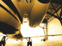 Avion d'avion à réaction dans la bride de fixation photo libre de droits