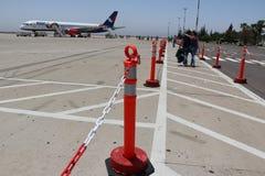 Avion d'Azurair dans l'aéroport dans la ville d'Agadir Photographie stock