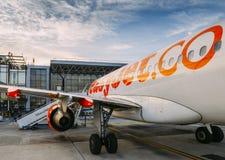 Avion d'Easyjet Airbus A320 à l'aéroport de Milan Malpensa, vols à courte distance de service en Europe Images stock