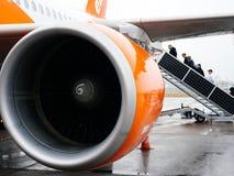 Avion d'EasyJet de turbine tôt le matin Photos libres de droits