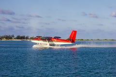Avion d'eau dans le décollage des Maldives Images libres de droits