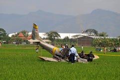 Avion d'entraînement militaire écrasé en Indonésie Photo stock