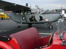 Avion d'observation admirablement reconstitué d'O2 de Cessna Skymaster photographie stock libre de droits