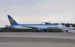 Avion d'Uzbekistan Airways Photos stock
