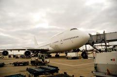 Avion dans l'aéroport image libre de droits
