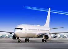 Avion dans l'aéroport Image stock