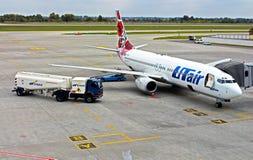 Avion dans l'aéroport international Kyiv Photographie stock libre de droits