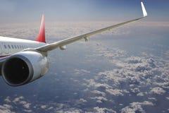 Avion dans l'avion de transport de voyage de vol de ciel Image libre de droits
