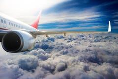 Avion dans l'avion de transport de voyage de vol de ciel Images libres de droits