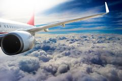 Avion dans l'avion de transport de voyage de vol de ciel Photo stock