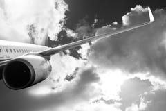 Avion dans l'avion de transport de voyage de vol de ciel Photos stock