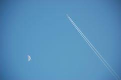 Avion dans le ciel Images libres de droits