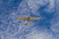 Avion dans le ciel Photographie stock libre de droits